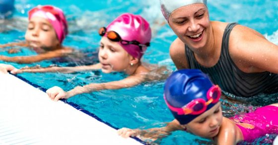 5-tips-for-teaching-a-deaf-child-to-swim-870x455